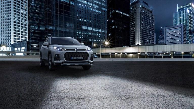 Suzuki Across Hybrid mit Guide me Light