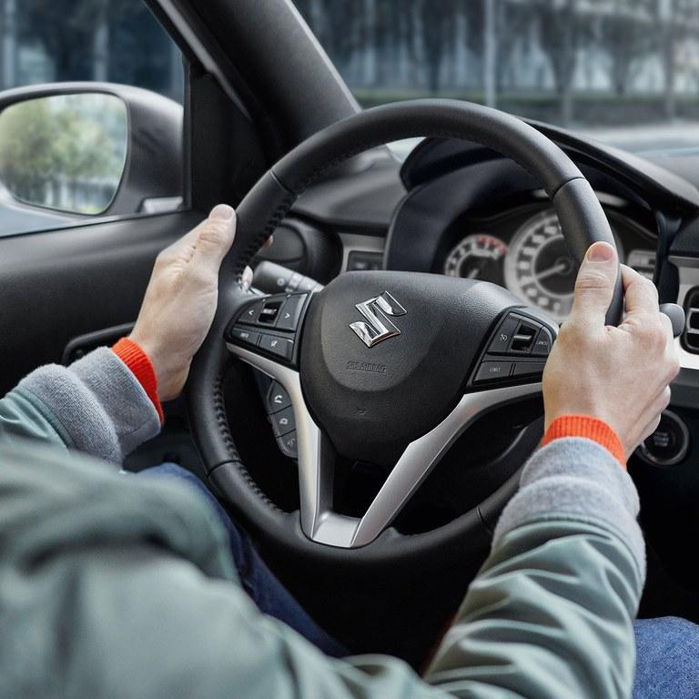Lenkrad des Suzuki Ignis Hybrid.