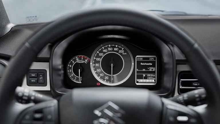 Multifunktionsdisplay im Suzuki Ignis Hybrid.