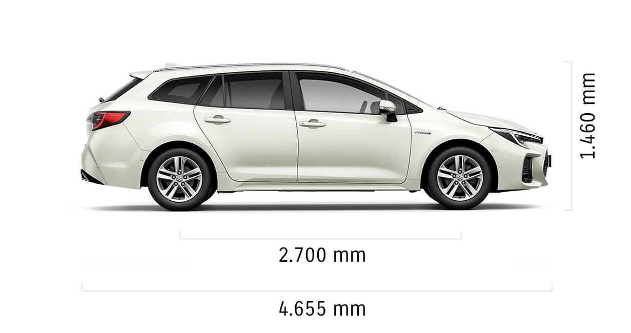 Seitlich fotografierter Suzuki Swace Hybrid in White Pearl Cristal Shine mit Abmessungen von Länge und Höhe in mm.