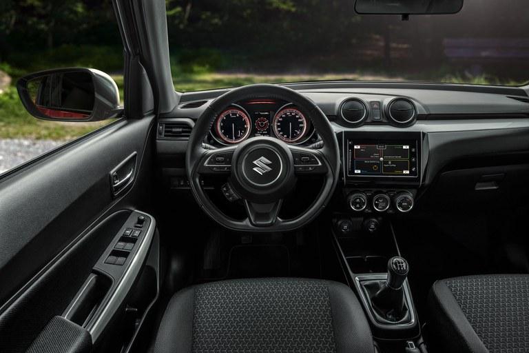 Innenraum eines Suzuki Swift Hybrid.
