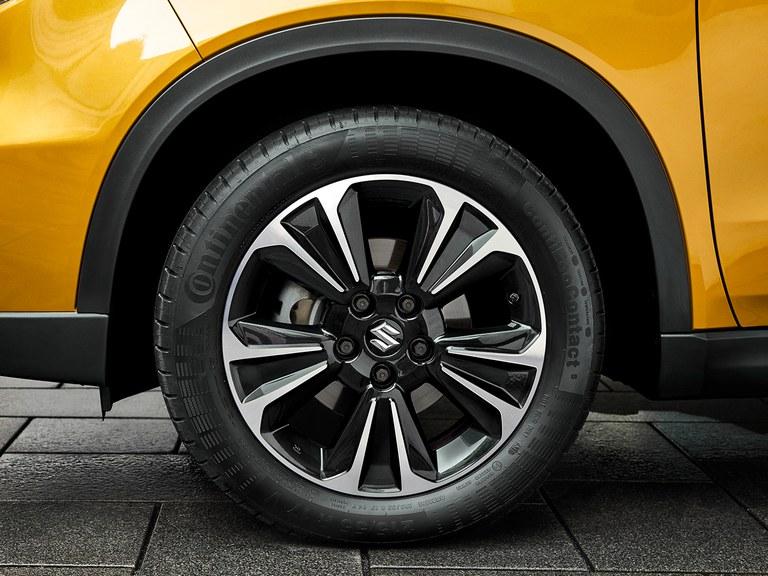 Ansicht der Suzuki Vitara Hybrid 17-Zoll Alufelgen.