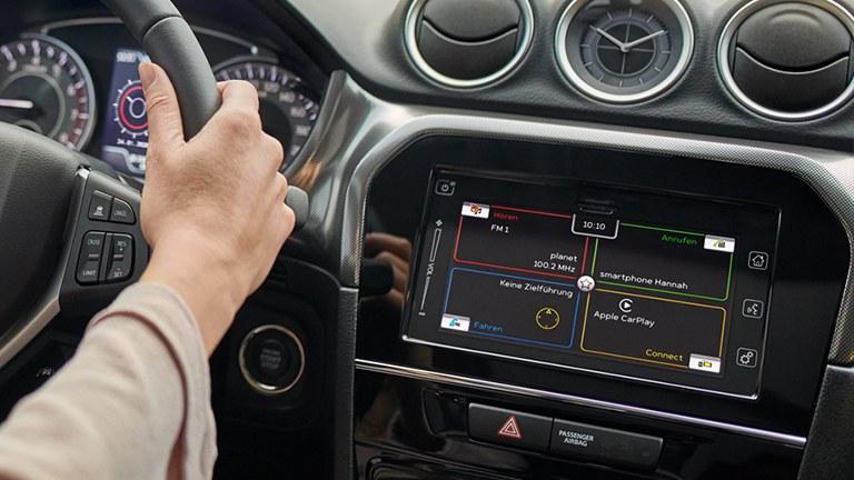 Darstellung der Konnektivität im Farb-Touchscreen des Suzuki Vitara Hybrid.