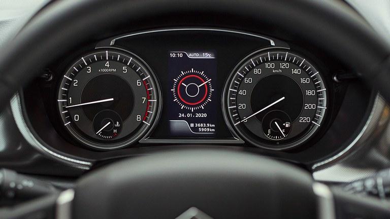 Multifunktionsdisplay im Suzuki Vitara Hybrid.